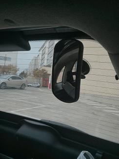 Espejo retrovisor trasero y amo de casa