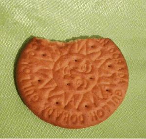 comiendo galletas www.elhombredelosdosombligos.com