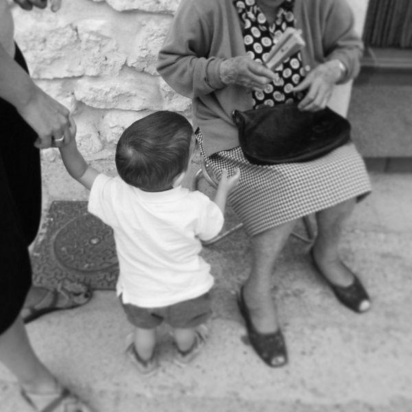 Miércoles Mudo #27:Jugando con la bisabuela