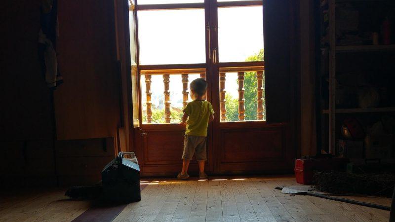 Miércoles Mudo #77: Observando por el balcón